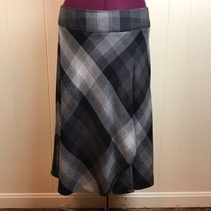 3/$27 East 5th Plaid A Line Skirt